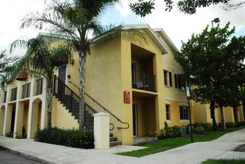 Alhambra Cove Apartments