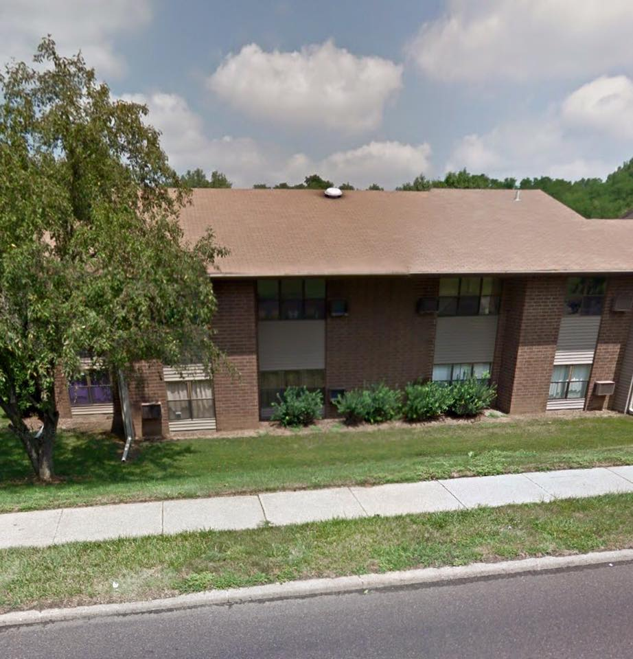 Low Rental Housing: Brookmeadows Aparments, 2315 Broadway, Pekin, IL 61554