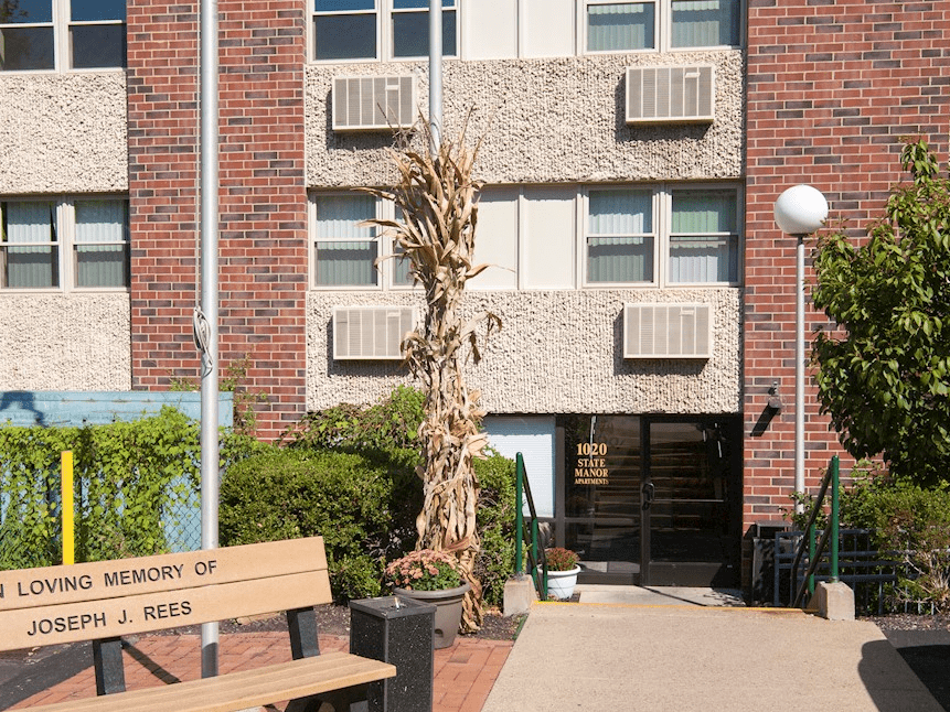 State Manor Apartments