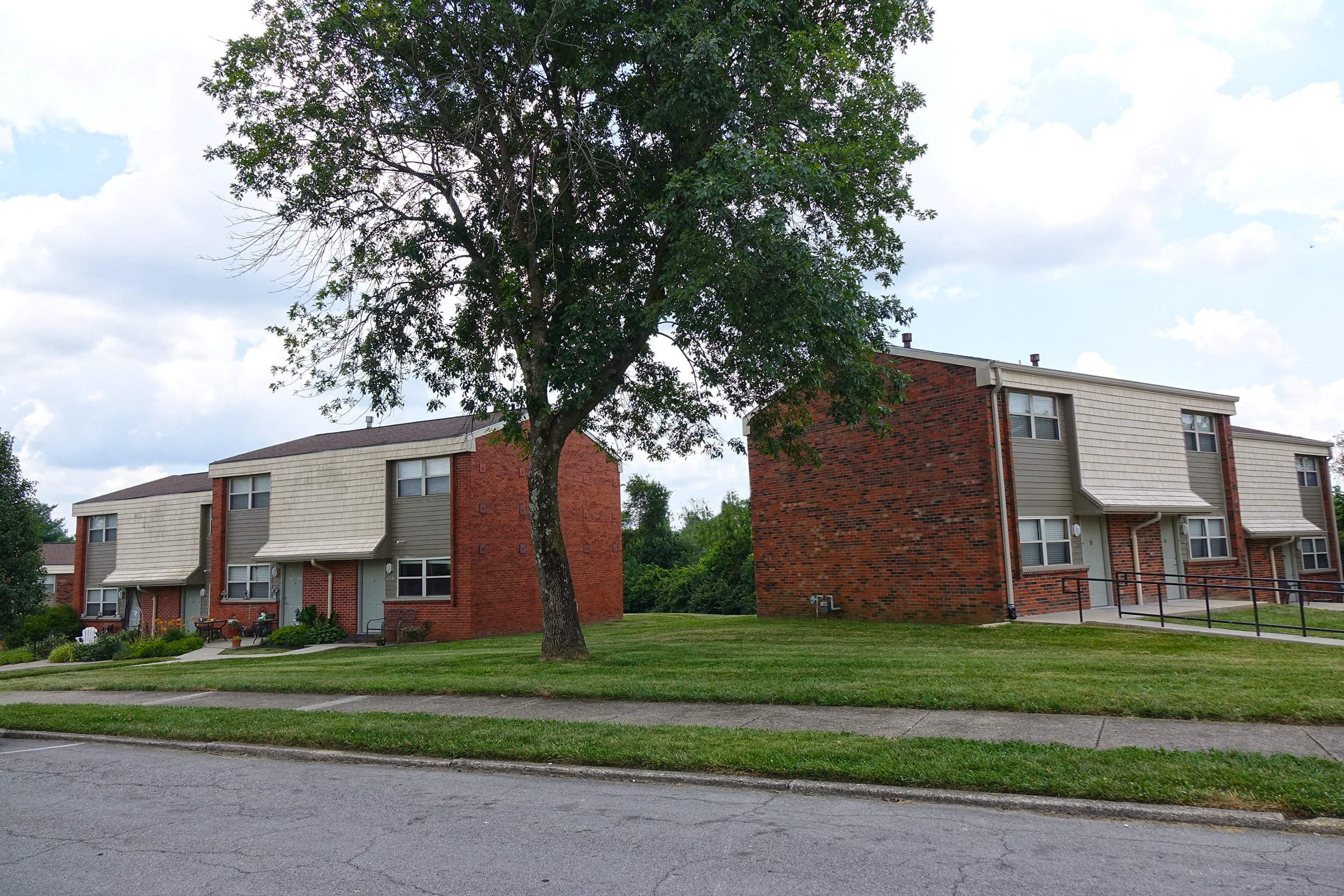 Belmont Court Apartments - Low Income, 633 Belmont St, Harrodsburg