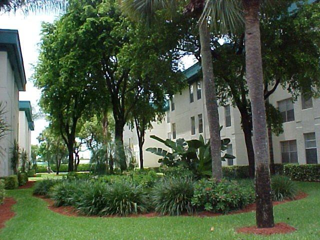 Cambridge Square of Lauderdale Lakes
