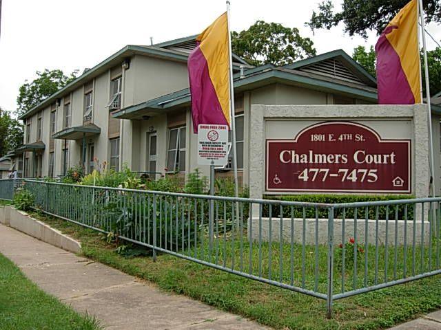 Terrific Chalmers Courts Austin Low Rent Public Housing Apartments Home Interior And Landscaping Pimpapssignezvosmurscom