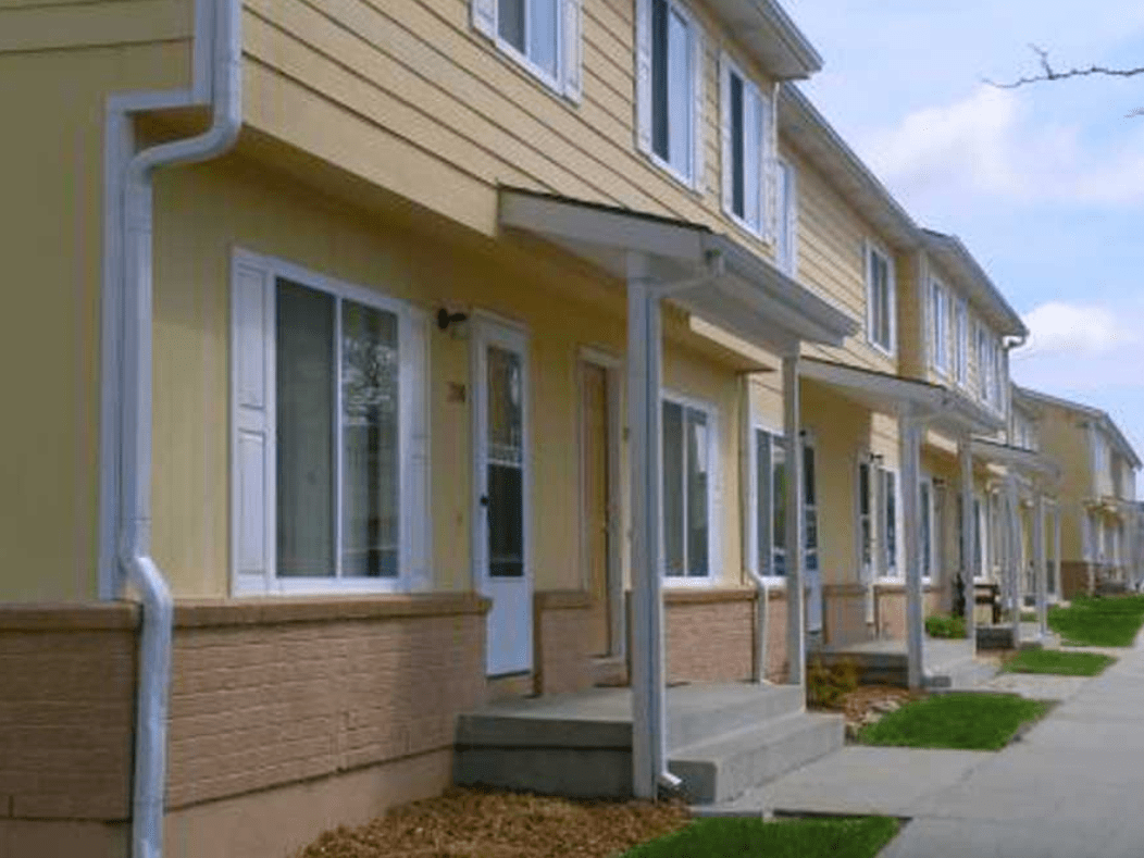 Paradise Plaza Apartments and Townhomes