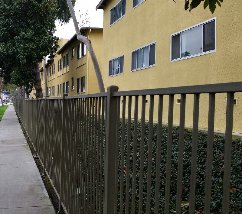Cheap Apartments Los Angeles: Affordable Community, 4600 W. Martin